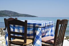 Table and chairs in front of the sea Royalty Free Stock Images