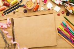 Table créative de couturier, vue supérieure Images libres de droits