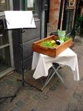 Table décorée avec la carte Photo stock