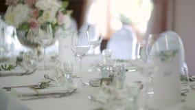 Table décorée pour le luxe, dîner élégant clips vidéos