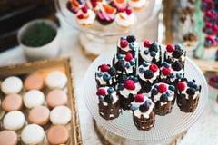 Table délicieuse de dessert de friandise de réception de mariage Photographie stock libre de droits