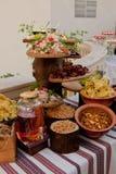 Table délicieuse de réception de mariage avec des casse-croûte image libre de droits