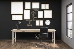 Table d'écriture dans le siège social Images stock