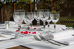 Table d'élégance installée pour la pièce dinning Photographie stock