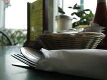 table d'argenterie d'installation de wagon-restaurant de groupe photos stock