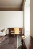 Table d'intérieur, de chaise et d'antiquité image libre de droits