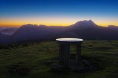 Table d'orientation dans le dessus de montagne de Saibi Images libres de droits