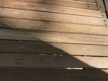 Table d'ouvrage de DIY faite à partir des morceaux de bois rectangulaires ci-joints Photos stock