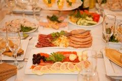 Table de banquet avec la nourriture Photographie stock libre de droits