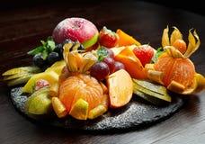 Table de banquet de approvisionnement décorée avec différent Photo stock