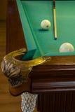 Table de billard, trou, boules, queue Photo stock