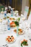 Table de buffet décorée Photographie stock libre de droits