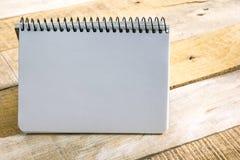 Table de bureau avec le bloc-notes Concept créatif d'affaires Copiez l'espace pour le texte Image libre de droits