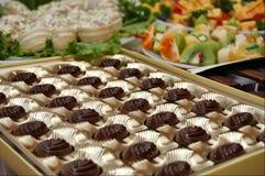 Table de célébration avec des bonbons Images stock