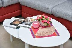 Table de centre dans le salon Image stock