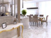 Table de console blanche avec des jambes d'or des murs intérieurs avec un MI Photographie stock
