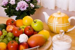 Table de cuisine colorée Photos libres de droits