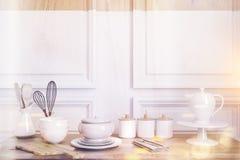 Table de cuisine en bois modifiée la tonalité illustration libre de droits