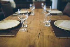 Table de dîner élégamment habillée Images libres de droits