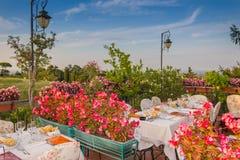 Table de dîner dans le restaurant italien Image stock