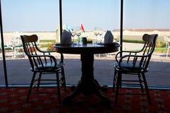 Table de dîner dans un restaurant Photos stock