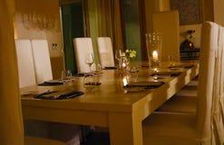 Table de dîner de la meilleure qualité de luxe d'anniversaire photo libre de droits