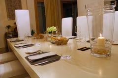 Table de dîner de la meilleure qualité de luxe d'anniversaire photographie stock libre de droits