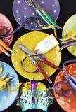 Table de dîner lumineuse et colorée de partie de bonne année photos stock