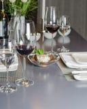 Table de dîner pour deux avec le démarreur Image libre de droits