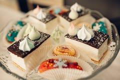 Table de dessert pour une partie Gâteau d'Ombre, petits gâteaux Friandise Photos libres de droits