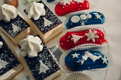 Table de dessert pour une partie Gâteau d'Ombre, petits gâteaux Friandise Image stock