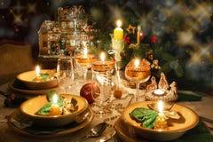 Table de dîner de Noël avec humeur de Noël Photographie stock libre de droits