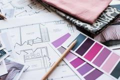 Table de fonctionnement de dessinateurs d'intérieurs Photo stock