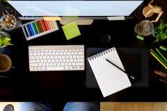 Table de lieu de travail de concepteur d'artiste Images stock