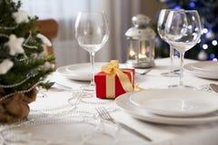 Table de Noël avec la torche à la maison photos libres de droits