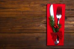 Table de Noël : couteau et fourchette, serviette et branc d'arbre de Noël image libre de droits
