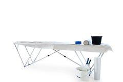 Table de papier peint d'isolement sur le chemin de découpage blanc Photo libre de droits