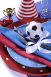 Table de partie du football du football dans des couleurs blanches et bleues rouges d'équipe - Photographie stock