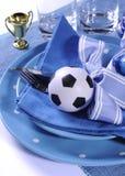 Table de partie du football du football dans des couleurs bleues et blanches d'équipe - clos Photo libre de droits