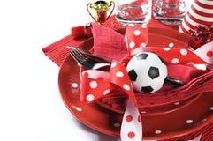 Table de partie du football du football dans des couleurs rouges et blanches d'équipe Image stock