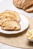 Table de petit déjeuner avec du pain grillé Photographie stock