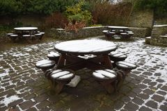 Table de pique-nique dans Castleton, parc national de secteur maximal, R-U Images libres de droits