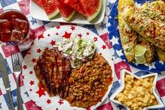 Table de pique-nique de vacances de poitrine de boeuf de barbecue Photographie stock