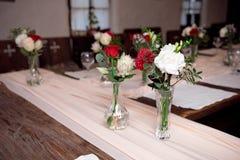 Table de portion pour le banquet avec la coutume traditionnelle photographie stock