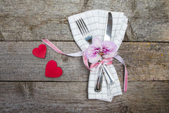 Table de portion pour une datation le jour du ` s de Valentine Photos stock