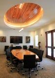 Table de réunion magnifique dans la 2ème pièce d'étage, Art Center côtier, plage orange, Alabama, 2018 Images stock