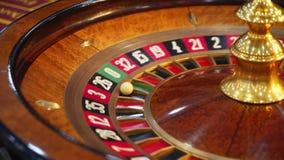 Table de roulette de casino avec des puces banque de vidéos