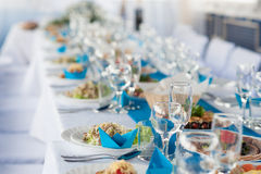 Table de vacances avec la nourriture sans peuples Photographie stock