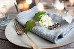 Table decoration with wedding rings Stock Photography