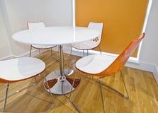 Table dinante colorée moderne Photographie stock libre de droits